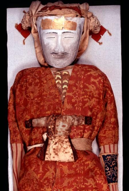 Tarim mummy yingpan has silk clothing