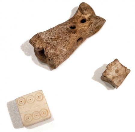 astragaloi (ancient dice)
